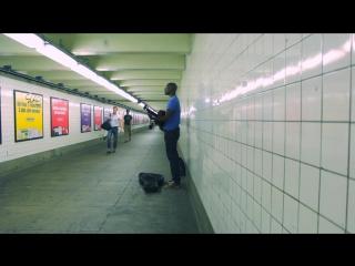 Трогательное выступление в подземке (Damiyr - Who Am I To Say)
