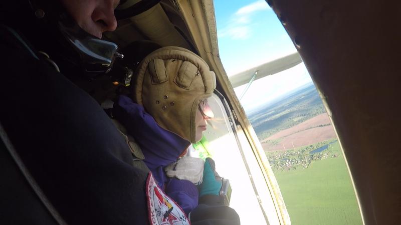 Мой первый и не последний прыжок с парашютом ) Я вторая