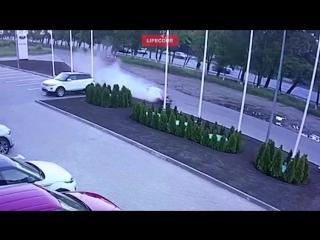 Ростовский дрифт: парень разбил дорогущий порш, взяв его в салоне покататься