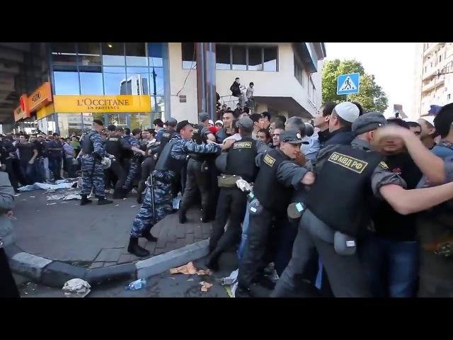 Курбан Байрам в Москве 2017 г. Мусульмане прорывают полицейское оцепление.