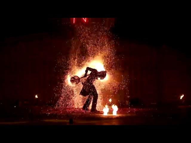 Огненное шоу и искрошоу. Фаер шоу и искры. Sparkle show.