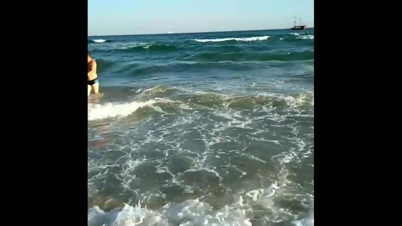 Ну очень большие волны! волны море пляж класс... Погода в городах России 08.09.2017