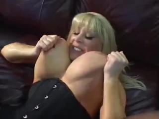 Трахает грудастую маму, classic mature milf incest busty cougar Kandi Cox mom saggy milky tits (Инцест со зрелыми мамочками 18+)