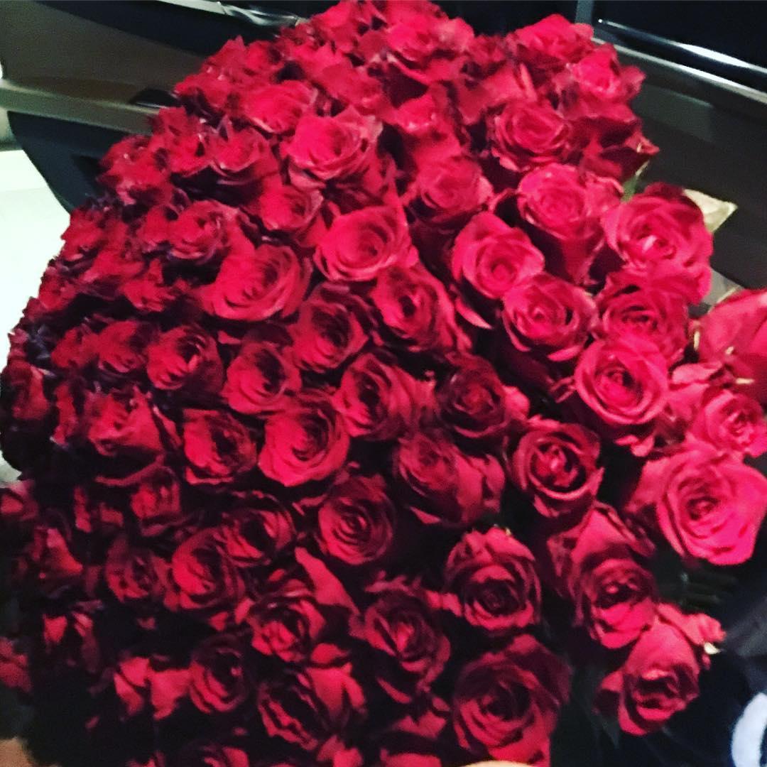 Миллион роз картинки с днем рождения
