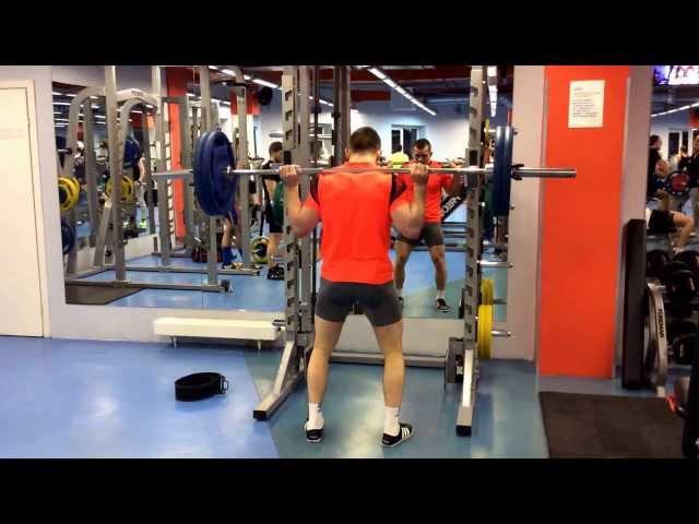 Stepan Vorobyev.Приседание со штангой 100кг на 100раз.Sguats 100kg for 100 reps.