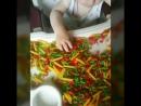 Цветные макароны это просто и весело)) игры с макаронами  отлично развивают мелкую моторику, а так же усидчивость и внимательность, воображение и фантазию А какие игры с макаронами вы играете с Вашими детками?  #Тюмень #радиомама #чемзанятьребенка #играемсдетьми #моторика #детскиерадости