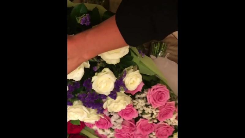 Дарите девушкам цветы,а не слезы😻☺️🙉🌹🌷🌸🌺спасибо... Москва 23.08.2017