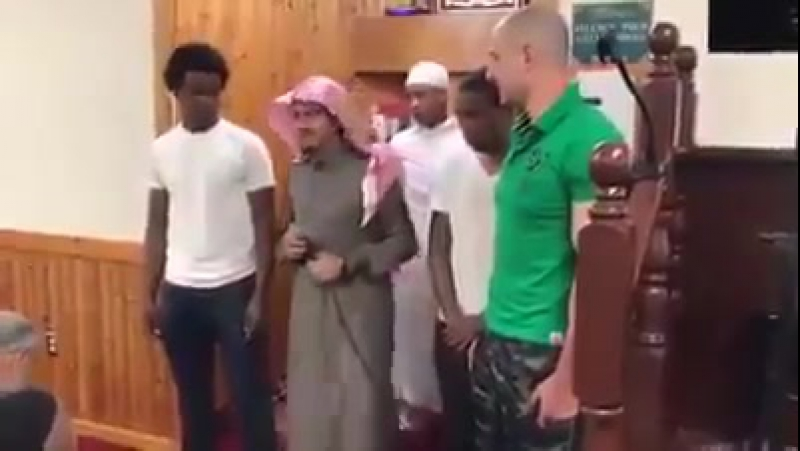 الله اکبر ولله الحمد ☝️سه نفر باهم اسلام آوردند 🏵خداوند حتما نورش اسلام را کامل می کند 📖سوره توبه 32 ┈✾اللهم صل علی محمد✾┈