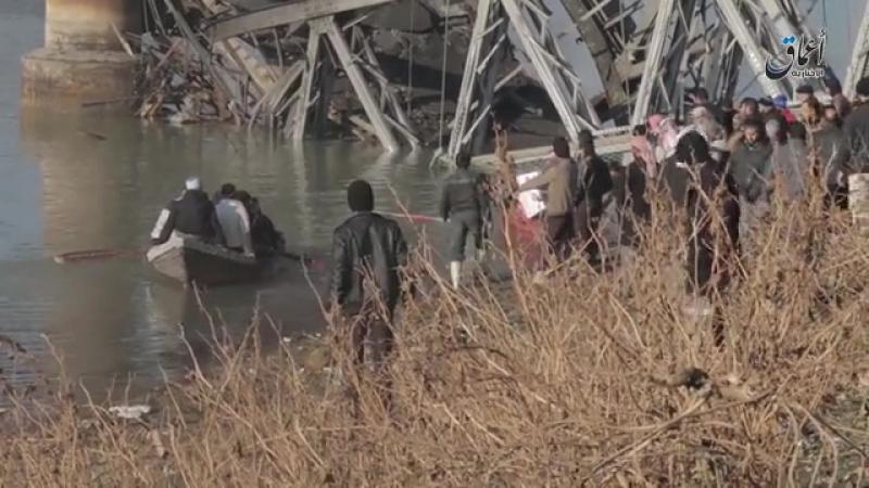 Мост, разрушенный авиацией США в Мосуле.