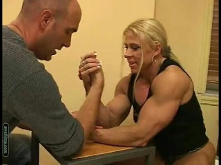Female muscle bigger than guy & comparison