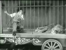 Чарли Чаплин и лев