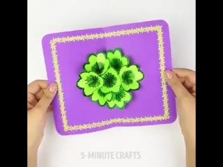 Открытка с распускающимися цветами