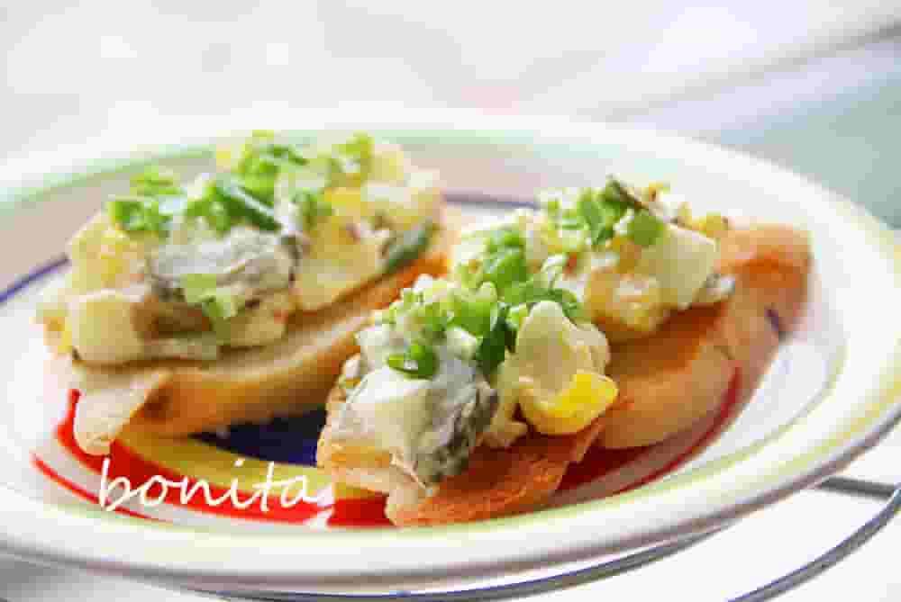 Бутерброд с яйцом и соленым огурцом
