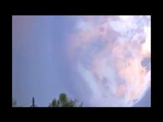 Жуткая проекция или глюк на куполе Плоской Земли перепугал концом Света жителей Короваево.mp4