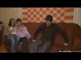 Скриншот: Дал трахнуть свою девушку другу за деньги 2 - домашнее частное любительское русское порно