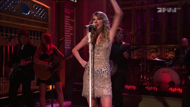Taylor Swift - You Belong With Me (Live at SNL 2009)