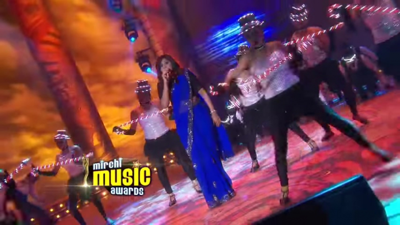 Shreya Ghoshals melodious performance at the 5th Mirchi Music Awards - YouTube