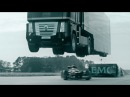 EMC Truck springt über einen Lotus Formel 1 Rennwagen Guiness Weltrekord