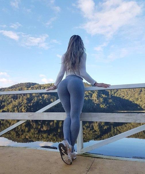 Hot wet blonde ass