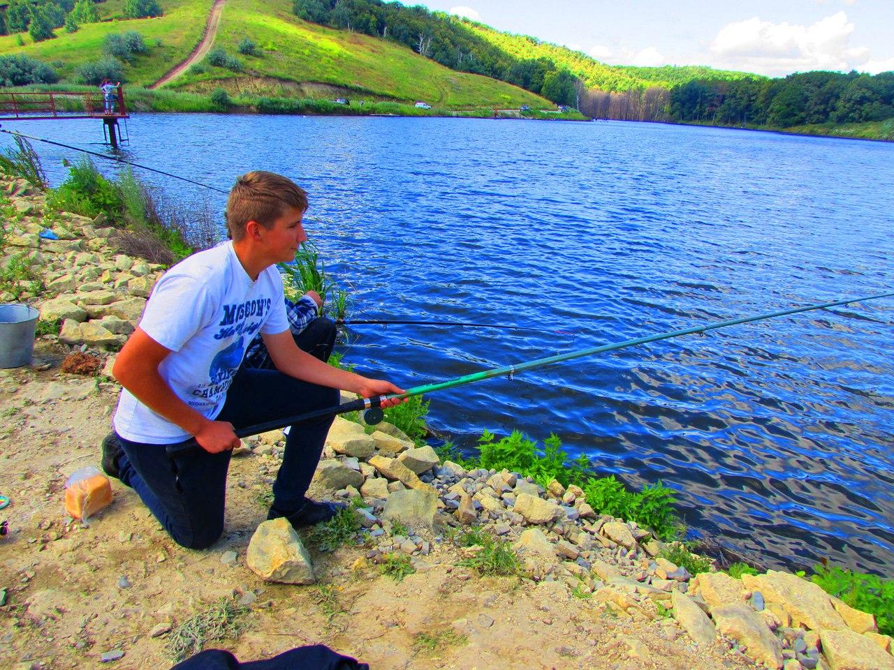 Дмитрий рыбачит