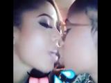 Милые лесбочки мулатки целуются | Lesbian Kiss