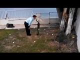 Реальное видео похищения человека НЛО (разумеется это прикол)