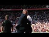Гари Невилл и Алекс Фергюсон радуются победе в дерби Манчестера