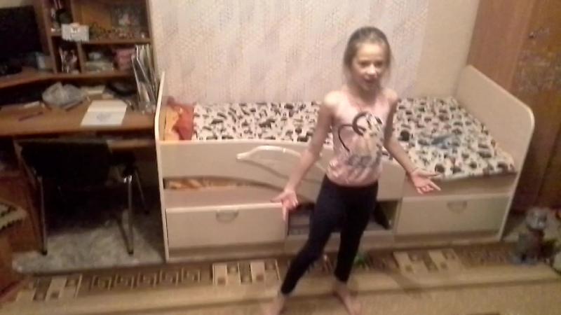 моЯ подружка по именя Женя танцует маленькие звёзды