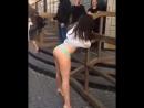Пьяная девушка демонстрирует себя в Казани
