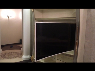 Настенное моторизованное поворотно выездное крепление телевизора.
