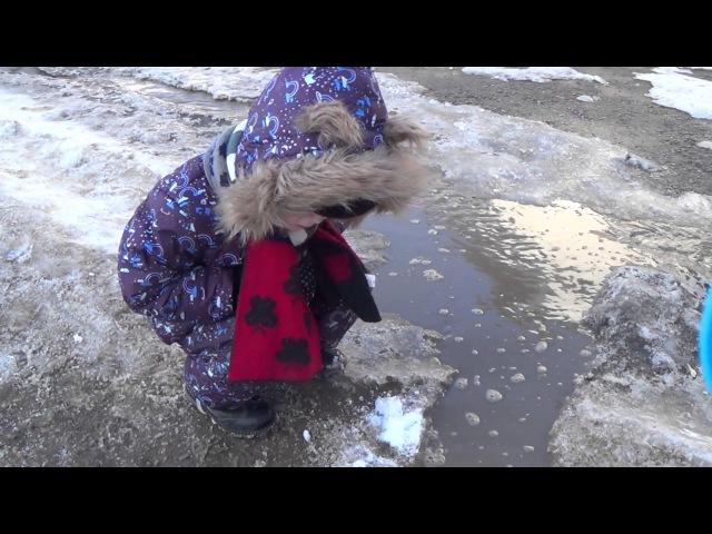 Вредные детки - Макс упал в лужу - как свинка Пеппа играет в луже - Видео для детей