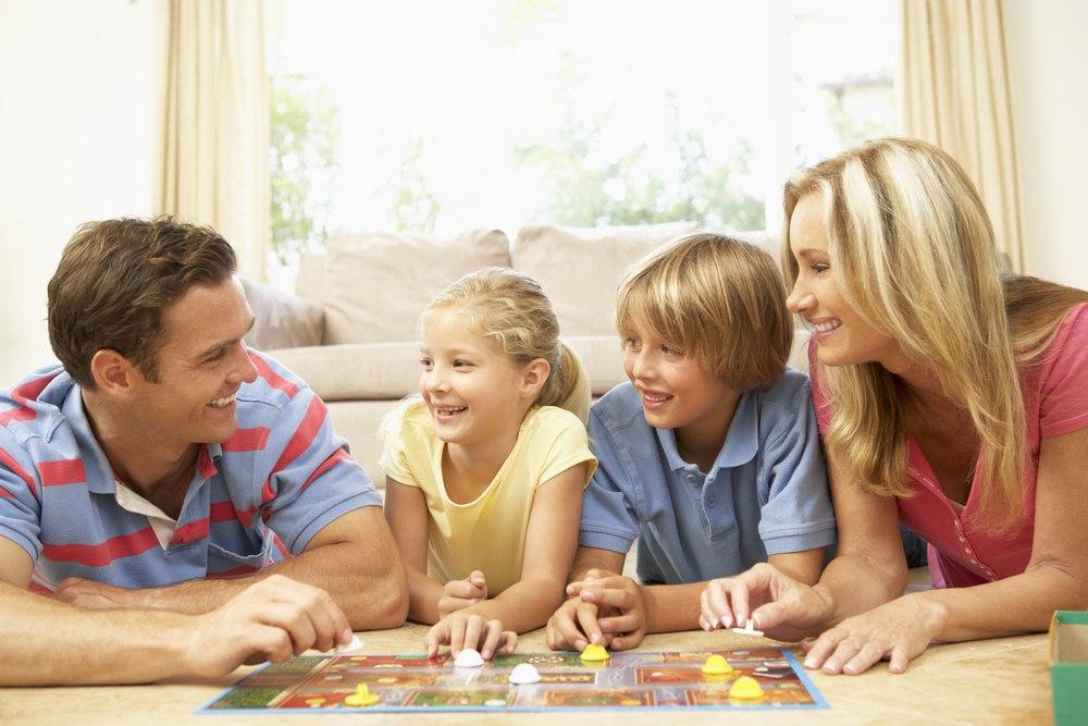 Настольные игры в семейной обстановке