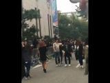 161014 | Ховон возвращается в здание KBS после перерыва..