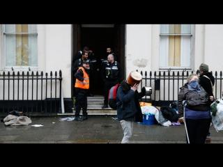 Кто такие A.N.A.L., захватившие дом русского олигарха в Лондоне