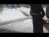 В Люберцах на пенсионерку упал фонарный столб Видео (бабушка жива)