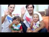 5 идей семейных традиций от семьи Барткайтис (папа, мама, Эвелина с Матвеем).