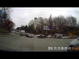 Красный светофор Поворот Как создать аварийную ситуацию на дороге Автолюбител...
