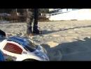 Монстер трак на Р У машинка ездит по песку воде и болоте R C Monster truck riding on sand and water