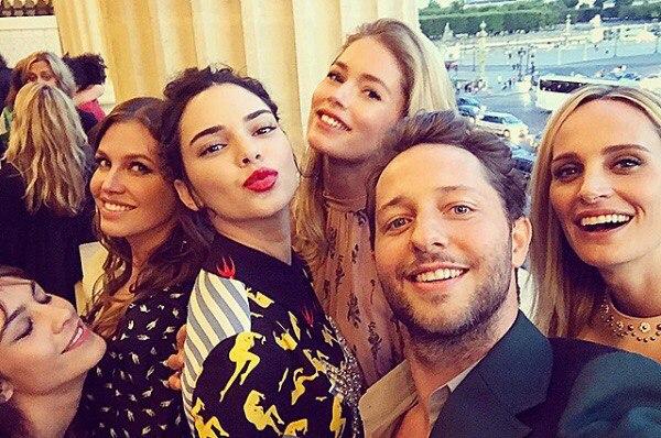 Неделя высокой моды в Париже: Даша Жукова, Елена Перминова, Кендалл Дженнер на показе круизной коллекции Miu Miu