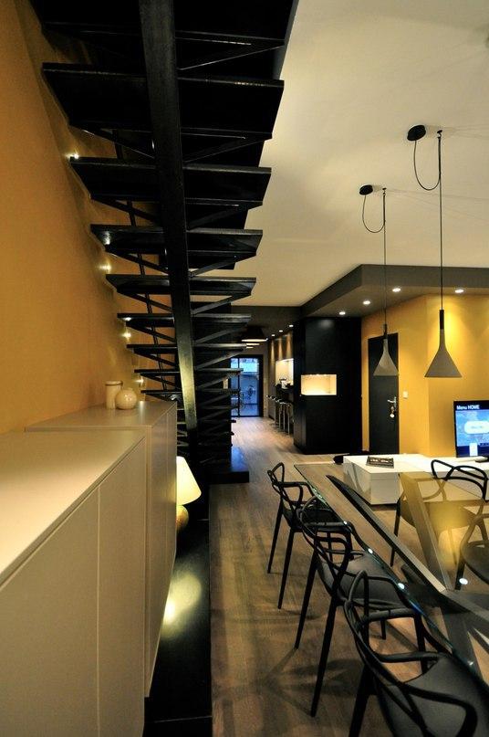 Двухуровневые апартаменты с террасой во Франции  Архитекторы студии MYSPACEPLANNER представили проект современного дуплекса с открытой террасой в городе Нанси, Франция.