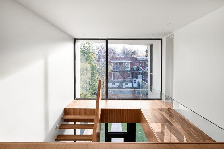 1st Avenue Residence / Таунхаус