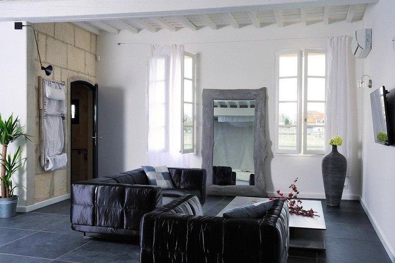 Отель Le Loft des Quais на юге ФранцииОтель Le Loft des Quais расположен в городе Арль на юге Франции.