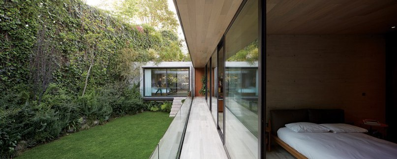 isaac broid teams up with assadi   pulido to erect concrete home in mexico