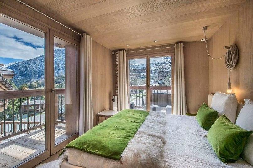 Шале Kibo — это современный, яркий, красочный и функциональный дом для отдыха во французских Альпах.