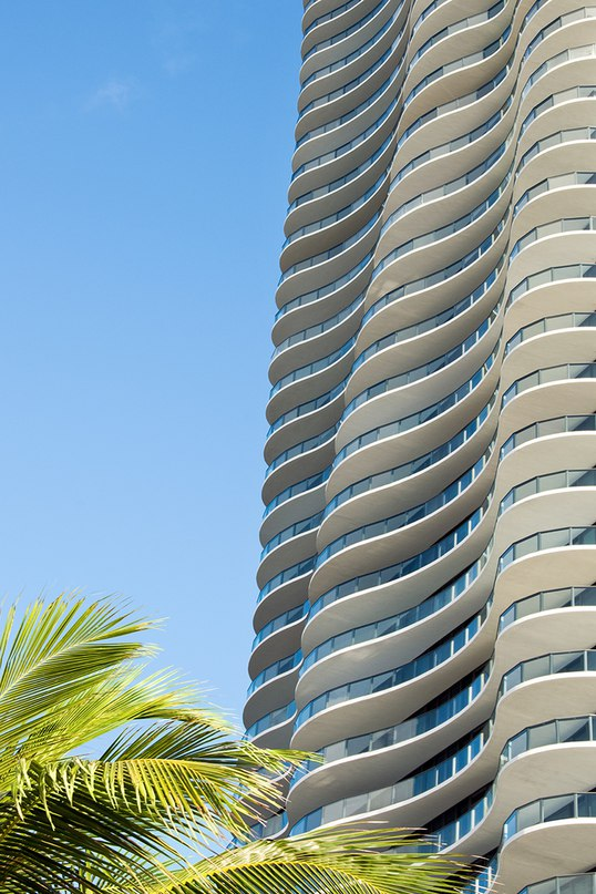 arquitectonica's regalia condominium tower in florida has undulating verandas