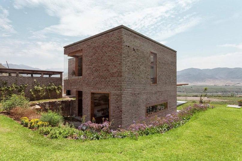 Дом в Аспития (Casa en Azpitia) в Перу от Estudio Rafael Freyre.