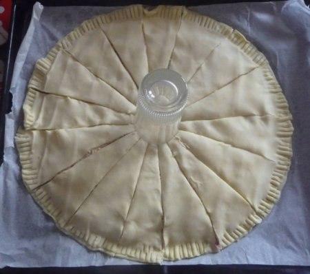 """Слоеный пирог """"Солнце"""" с ветчиной и сыром Слоеный"""