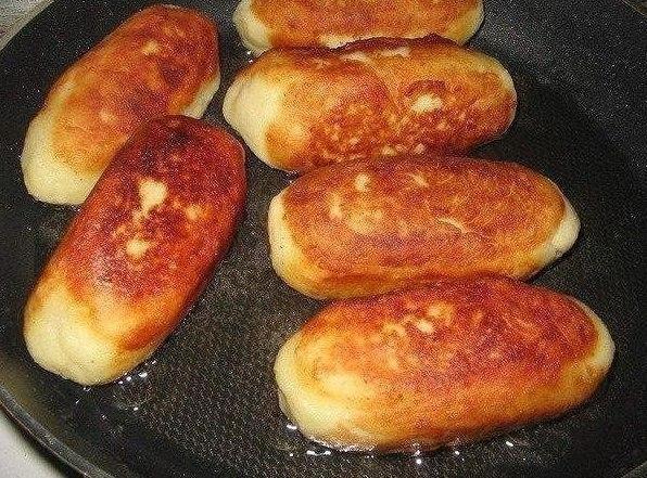 Сосиски в картошке Ингредиенты: 4 средних, отваренных в мундире
