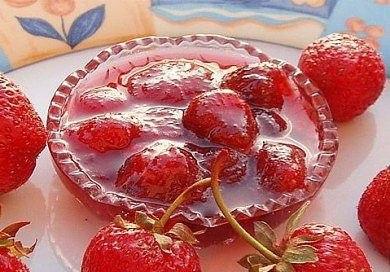 Клубничное варенье Ингредиенты: Клубника 1 кг Сахар 1 кг Клубника способствует