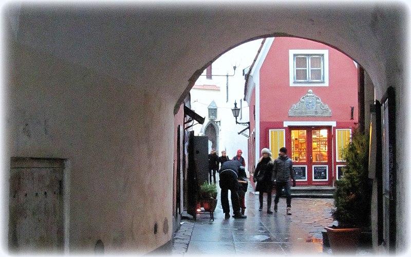Сайя кяйк  -  самая короткая улица Таллина